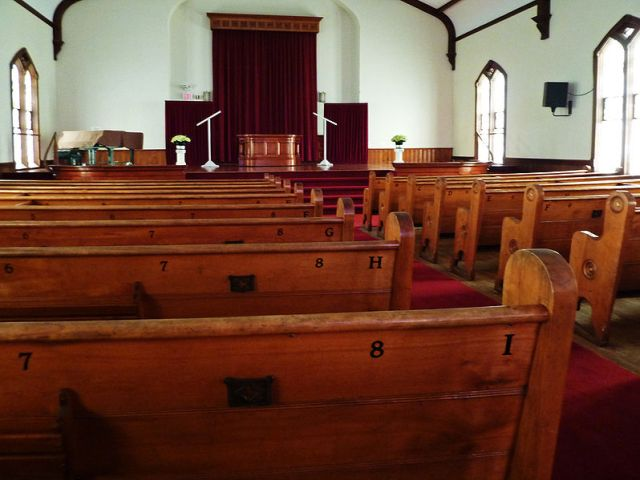 798px-Monroe_Methodist_Church_pews